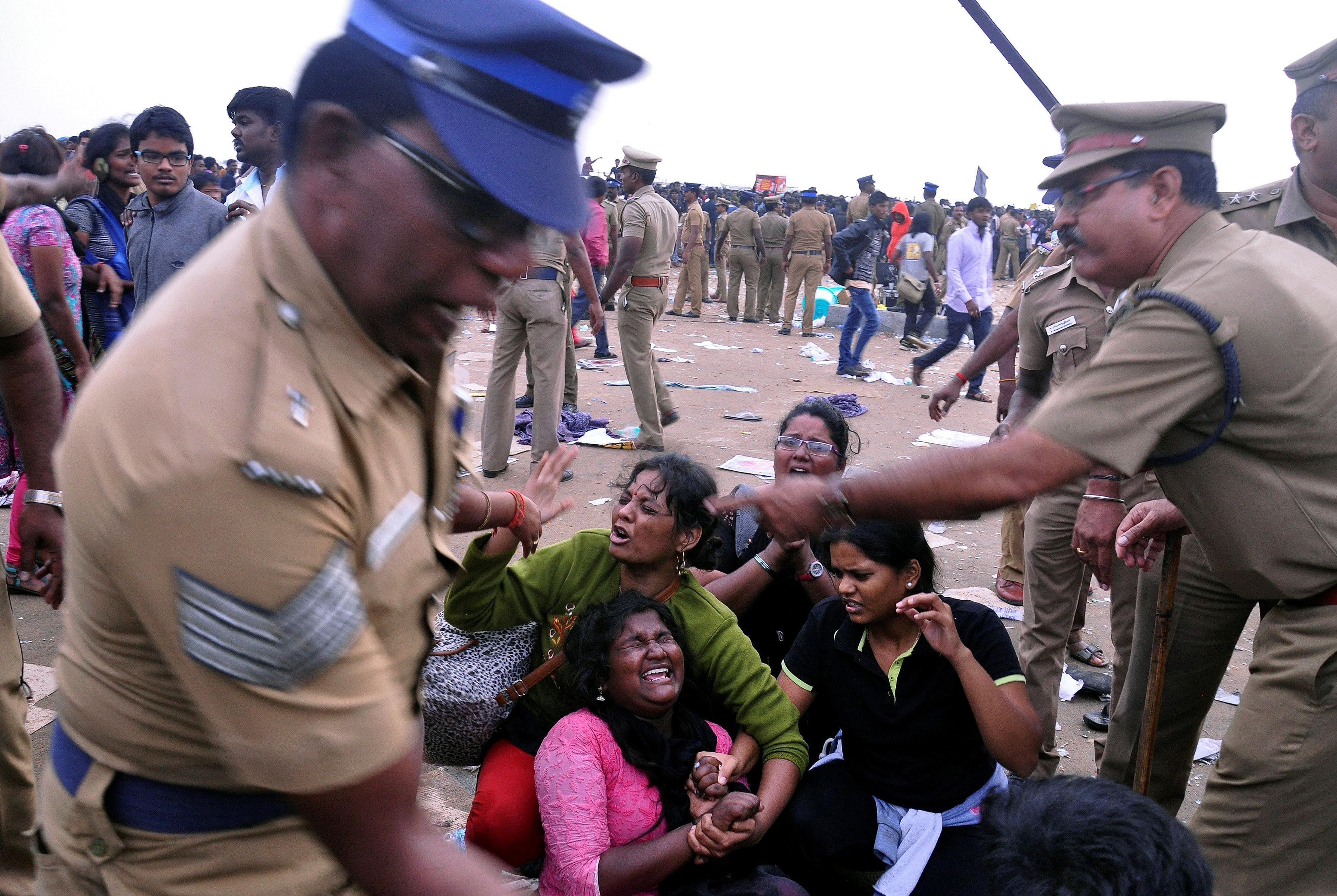 Preotesters forcibly removed from chennai's Marina beach by the Police